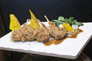 Cordeiro em crosta de quinoa do Chef peruano Marco Espinoza Restaurante Taypa  (Fabricio Rodrigues/Divulgação)