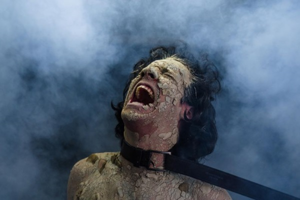 O tom sombrio da peça combina com o Dia das Bruxas, celebrado amanhã (Danie lFama/Divulgação)