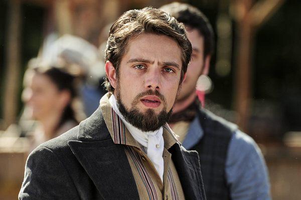 Rafael Cardoso vive Felipe na novela Além do tempo  (Estevam Avellar/TV Globo)