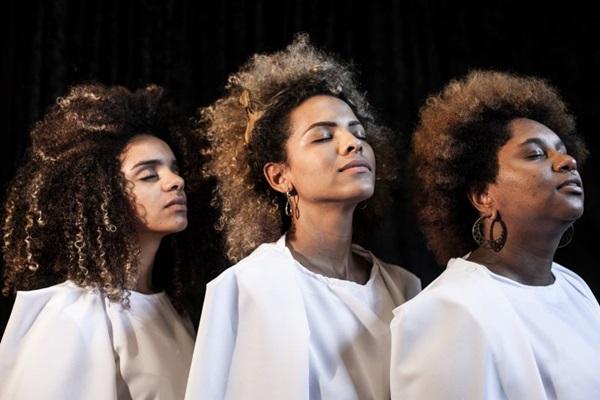 A peça celebra o Mês da Consciência Negra (Tatiana Reis/Divulgação)