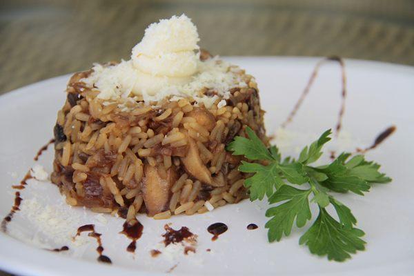 O risoto de três cogumelos é um preparo suave que valoriza o sabor dos ingredientes (Ana Rayssa/Esp. CB/D.A Press)