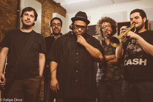 BNegão e Seletores de Frequência mesclam funk, rap e hip-hop  (Felipe Diniz/Divulgaçao)