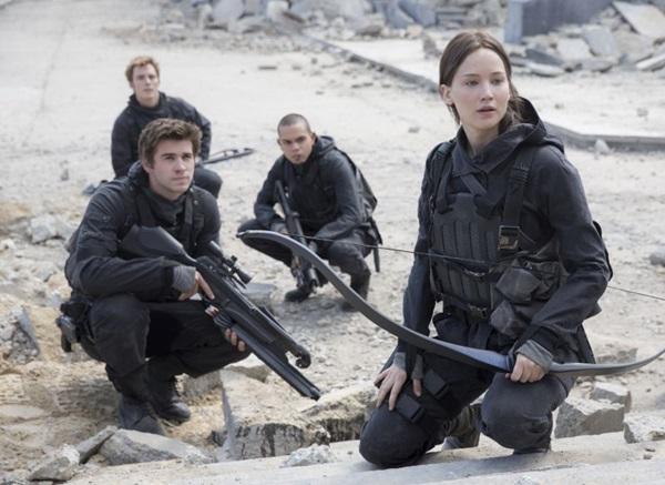No último filme, Katniss Everdeen trava uma batalha com a capital (Lionsgate/Divulgação)