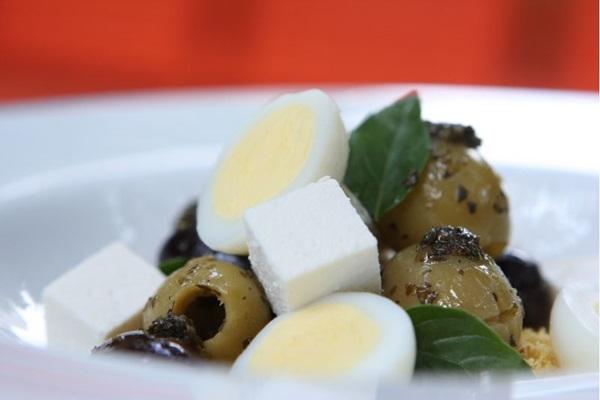 Ovo de codorna é ingrediente principal da receita  (Hugo Gonçalves/Esp. CB/D.A Press)