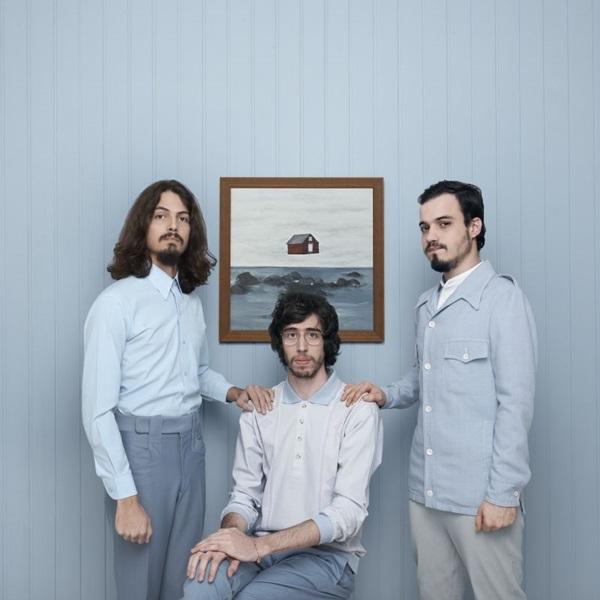A banda O Terno apresentará canções do segundo álbum da carreira (Divulgação)
