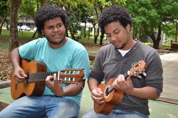 Projeto Samba Autêntico com os músicos brasilienses Dudu 7 Cordas e Vinícius de Oliveira (Abdo Abdala/Divulgação)