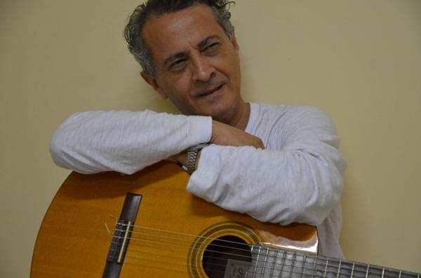 Aloísio Brandão fará concerto com mais ênfase em composições próprias ( Yosikazu Maeda/Divulgação)