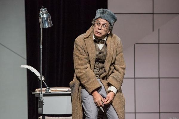 O espetáculo O capote é uma das atrações teatrais da semana (João Caldas/Divulgação)