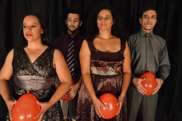 Canções e poemas são inspiração para a Cia. Margaridas no espetáculo 'Ritmo de forma silenciosa' (Cia Margaridas/Divulgação)