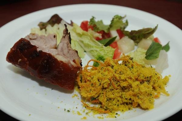 Prato de leitão à pururuca do Restaurante Bartolomeu (Zuleika de Souza/CB/D.A Press)