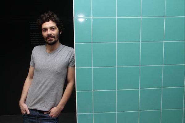 Fabio Baroli apresenta a exposição Deitei para repousar e ele mexeu comigo (Ana Rayssa/Esp. CB/D.A Press)