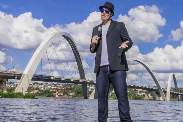 O humorista TJ Fernandes ganhou fama por meio da internet  (Sartory/Divulgação)