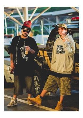 Duo Cacife Clandestino, formado por Felp 22 e Terror dos Beats (Overduck/  Divulgação)