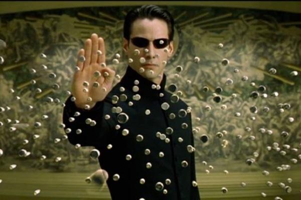 Neo é o messias capaz de enfrentar o Matrix e conduzir as pessoas de volta à realidade e à liberdade (Warner Bros/Divulgação)