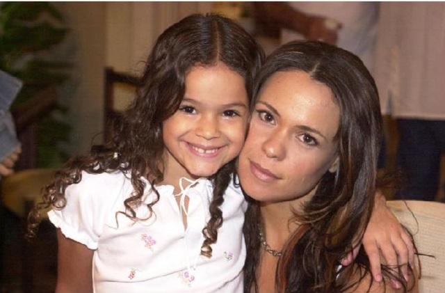 Atrizes Bruna Marquezine e Vanessa Gerbeli, na novela Mulheres Apaixonadas. (Arquivo/ TV Globo)