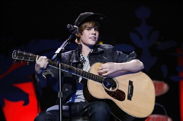 O canadense Justin Bieber estourou nas paradas com 13 anos e foi outro caso polêmico de superexposição de menores pela mídia (Lucas Jackson)