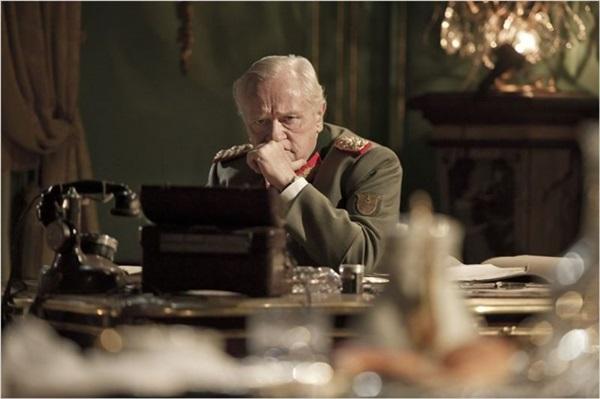 General von Choltitz está determinado a seguir as ordens do Terceiro Reich (Reprodução/Internet)