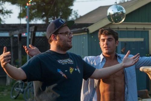 Mac (Seth Rogen) e Teddy (Zac Efron) passam por altos e baixos na disputa pelos interesses próprios no bairro (Universal Pictures/Divulgação)