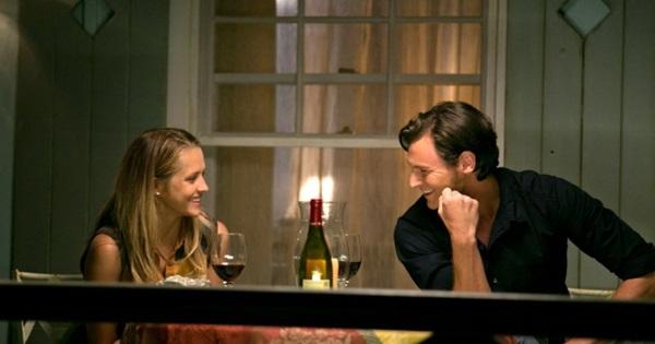 Vizinhos se apaixonam em novo filme inspirado em Nicholas Sparks (Reprodução/Internet)