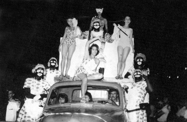 Todos os anos, os artistas de Brasília rechearam o repertório de marchinhas com músicas próprias (Arquivo EM/D.A Press)