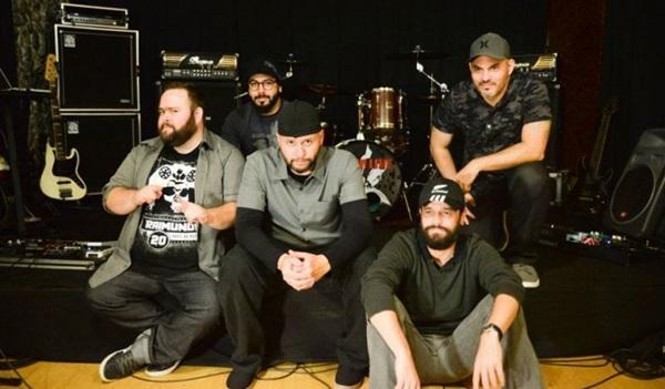 Linkin Live, banda cover de Linkin Park, se apresenta na Stage, a partir das 22h (Manu Santos Assessoria Cultural/Divulgação)