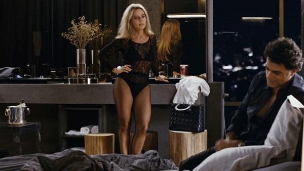 Bruna Lombardi vive uma atriz que não acredita mais no amor ( Reprodução/Internet)