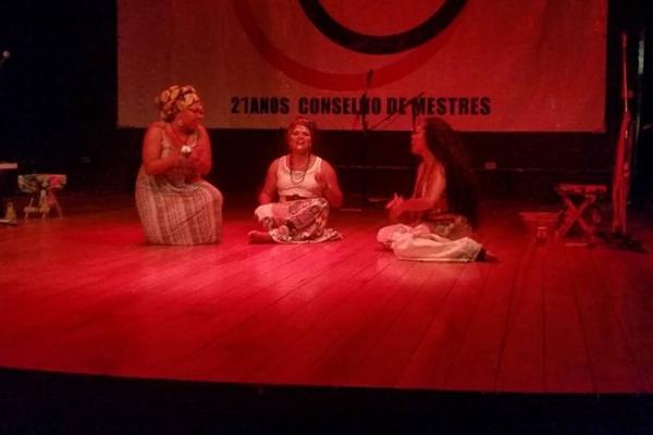 O trio formado por Mabô, Leticia Nascimento e Naiara Lira dá vida às personagens em Camboatá (Facebook/Reprodução)