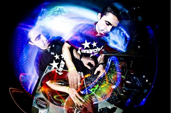 O DJ Nedu Lopes promete não deixar ninguém parado ( Leandro Godoi/Divulgação)
