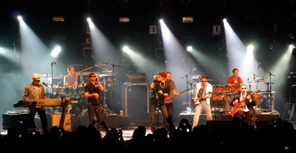 A parceria rendeu o disco e o DVD Paralamas e Titãs juntos e ao vivo (Luis Alexandre Pargana/Divulgacao)