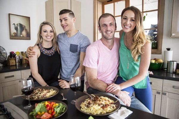 Quatro jovens contam como é a experiência do primeiro ano de casados (A&E/Divulgação)