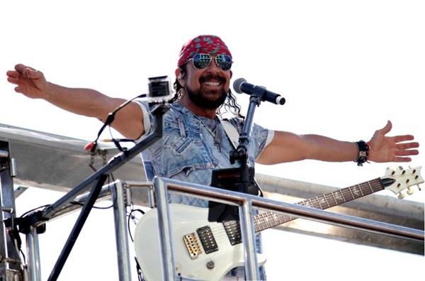 A música 'Minha deusa (Cabelo de chapinha)' está no novo DVD e foi uma das mais ouvidas no carnaval de Salvador esse ano (Artur Garcia/Prefeitura de Salvador)