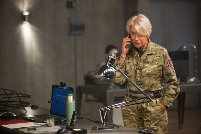Helen Mirren vive uma coronel dedicada a operações importantes (Reprodução/Internet)