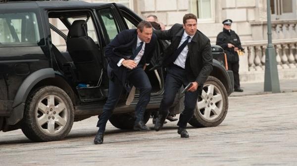 Gerard Butler e  Aaron Eckhart se perdem entre tiros e atentados  (Diamond Films Brasil/Divulgacao)