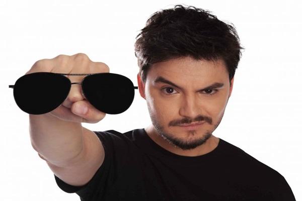 Felipe Neto traz personagem que bomba no YouTube no espetáculo Minha vida não faz sentido  (Rebbeca Roche/Divulgaçao)