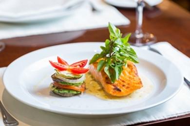 Caprese de abobrinha ao pesto de salmão: opção saudável e saborosa (Mídia e Conexão/Divulgação)