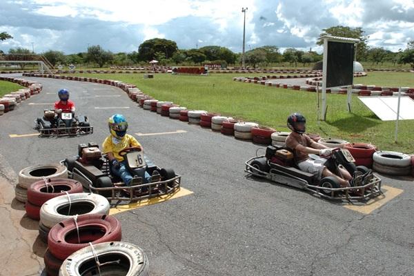 Carrera Kart oferece opções para crianças de até 12 anos e organiza campeonatos para adolescentes e adultos (Rafael Ohana/CB/D.A Press - 13/3/11)