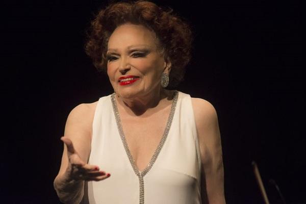 Bibi Ferreira interpreta a obra de Frank Sinatra no Centro de Convenções Ulysses Guimarães (Willian Aguiar/Divulgação)