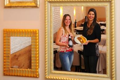 Ana Paula e a prima, Cyntia Resende: o segredo do picadinho está nos mais de 40 ingredientes do molho  (Janine Moraes/CB/D.A Press)
