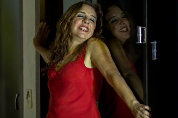 A dramaturgia de 'En contra' é resultado de intercâmbio dos brasileiros do Instante com os portugueses da Cia. O bando (Humberto Araújo/Divulgação)