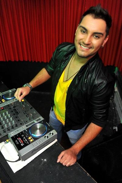 O DJ Rodrigo Rangel é uma das atrações da noite (Luis Xavier de França/Esp. CB/D.A Press)