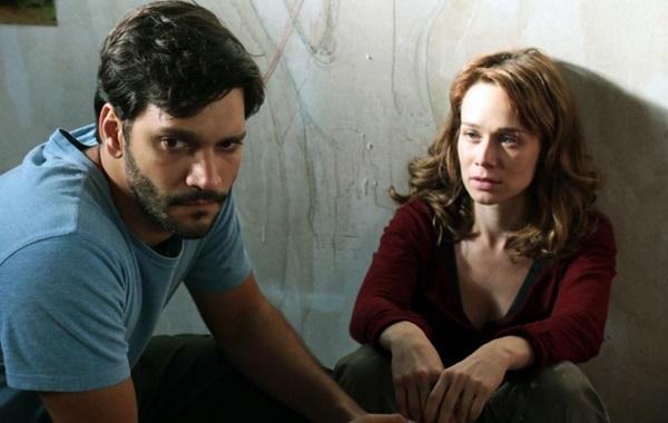 Armando Babaioff e Mariana Ximenes interpretam Hermano e Adri (Ana Mendes/M. Schmiedt Produções)