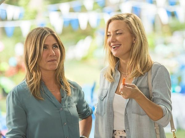 Jennifer Aniston e Kate Hudson, estrelas de comédias românticas, aruam no filme dirigido por Garry Marshall (Imagem filmes/Divulgação)