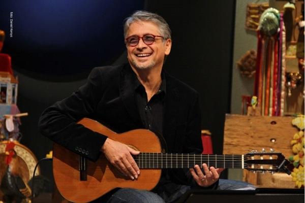 O cantor Zé Renato comemora 60 anos de vida e 40 de carreira com série de shows (Daniel Kersys/Divulgação)