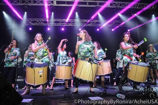 A banda  a Maria Vai Casoutras é formada apenas por mulheres (Reproduçao Internet)