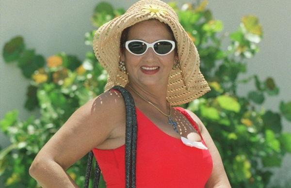 Frequentadora assídua do Piscinão de Ramos, a personagem de Mara Manzan é responsável pelo bordão 'Cada mergulho é um flash' (Internet/Reprodução)