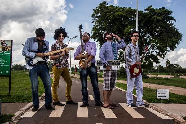 Banda volta aos palcos de Brasília com o melhor da música brega (Mateus Vidigal/Divulgação)