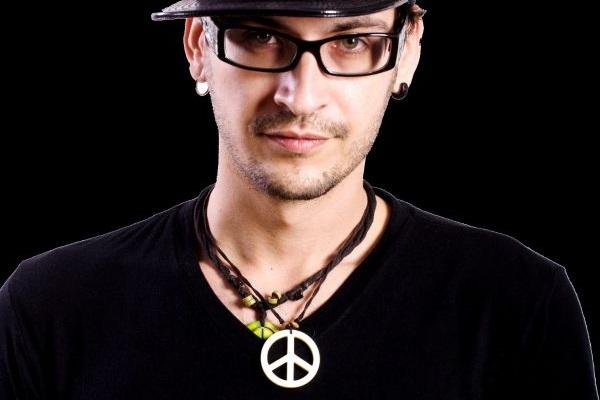 O DJ Chapeleiro é uma das atrações da noite (Objetiva Comunicação/Divulgação)