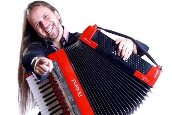 Dorgival Dantas desfilará as principais composições no show