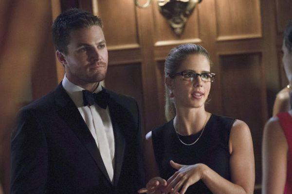 Oliver e Felicity finalmente ficaram juntos na terceira temporada de Arrow