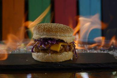 O hambúrguer suíno é uma receita inusitada apresentada pelo Bla%u2019s por levar uísque (Andre Violatti/Esp. CB/D.A Press)